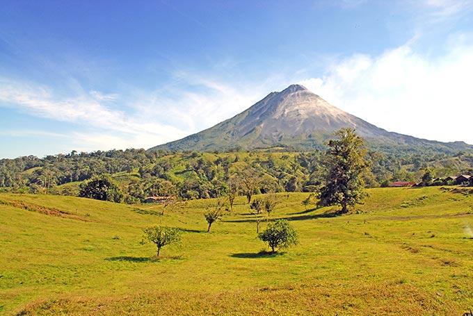 costa-rica-arenal-volcano-shutterstock_143290546_0